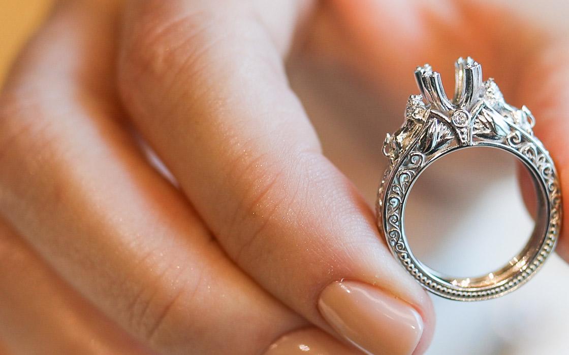 leo customized engagement ring